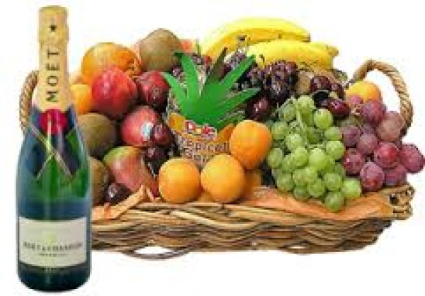 fruitbasket-with-moet